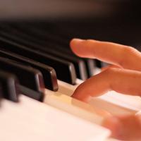 献奏ピアノ